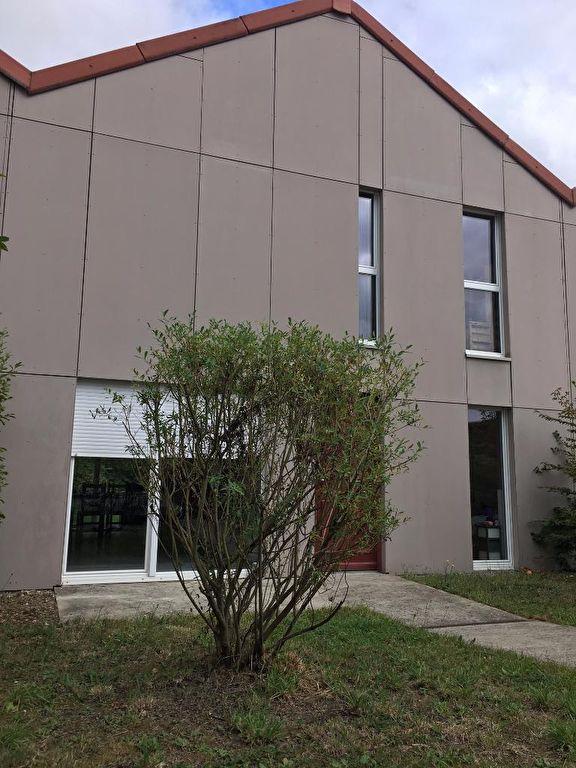 LES SORINIERES : Maison de 2010 économique avec 3 chambres et garage