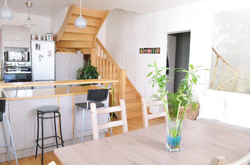 VERTOU: Appartement 6 pièces duplex entièrement rénové avec jardin et stationnement