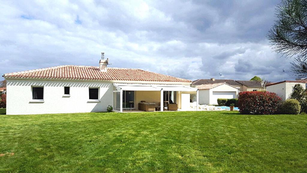 BOUGUENAIS :  Maison de 135m2  avec très beau terrain de 1420m2