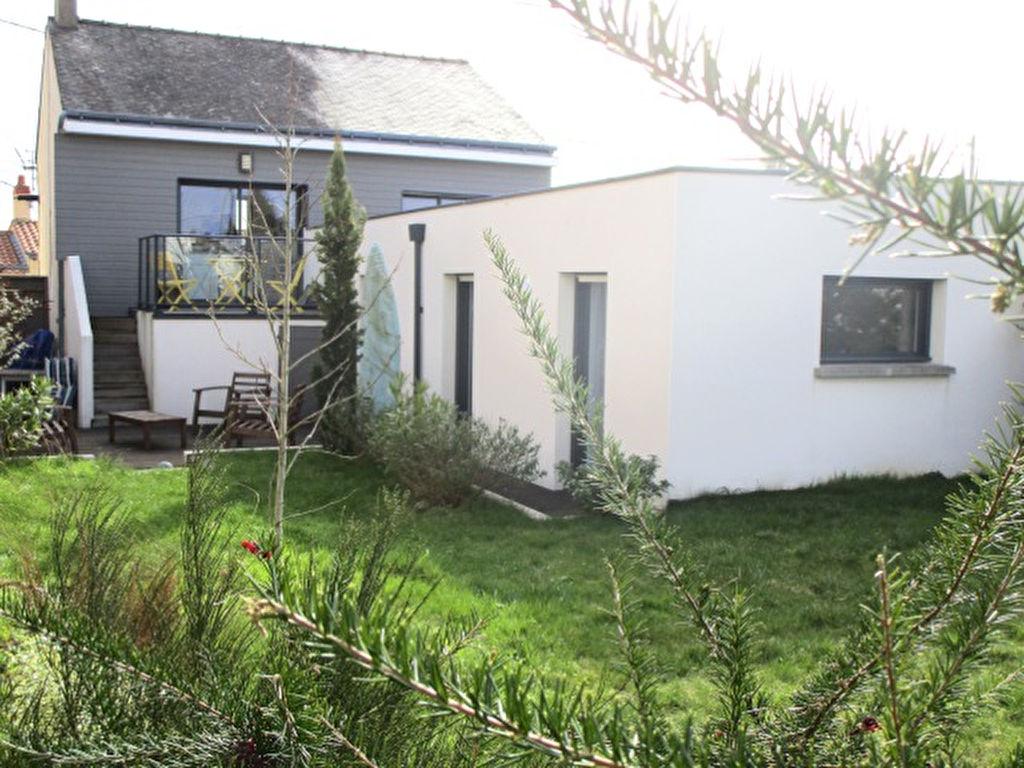 REZE: Maison de 3 chambres entièrement rénovée avec garage et jardin