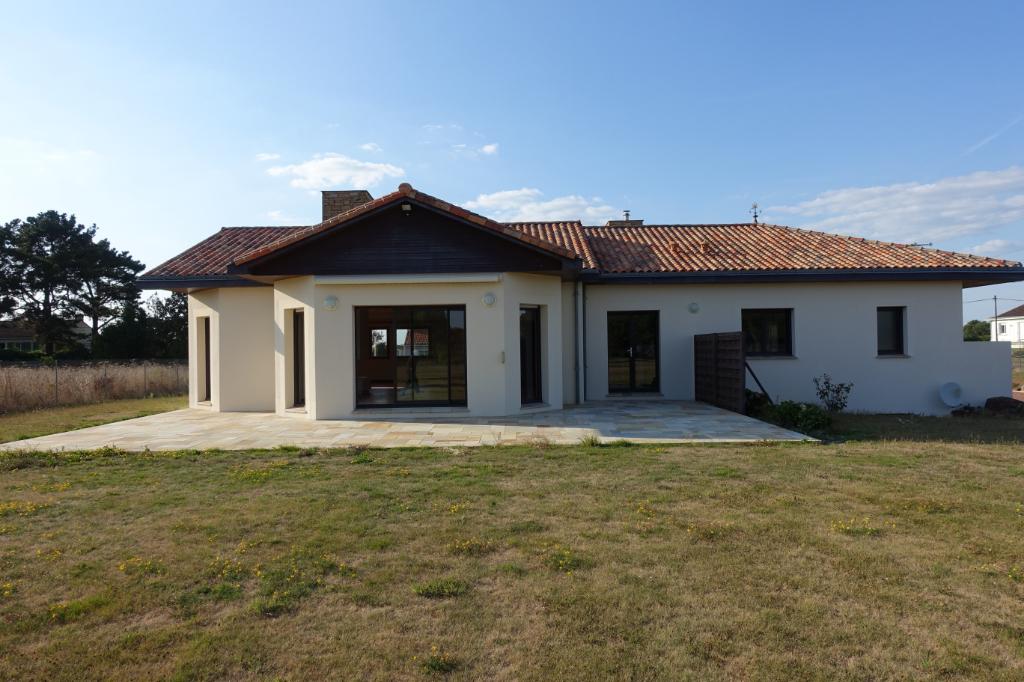 LES SORINIERES : Maison de 194m2 avec un terrain de 3800m2 avec garage.