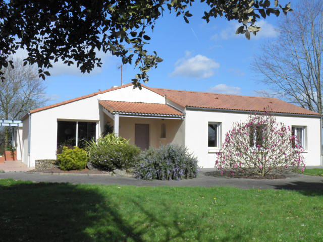 Saint Philbert de Bouaine : maison familiale : 4 chambres + bureau - 149 m2